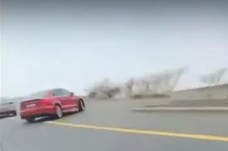 لحظة انقلاب مركبة على طريق الهدا بالطائف - المواطن