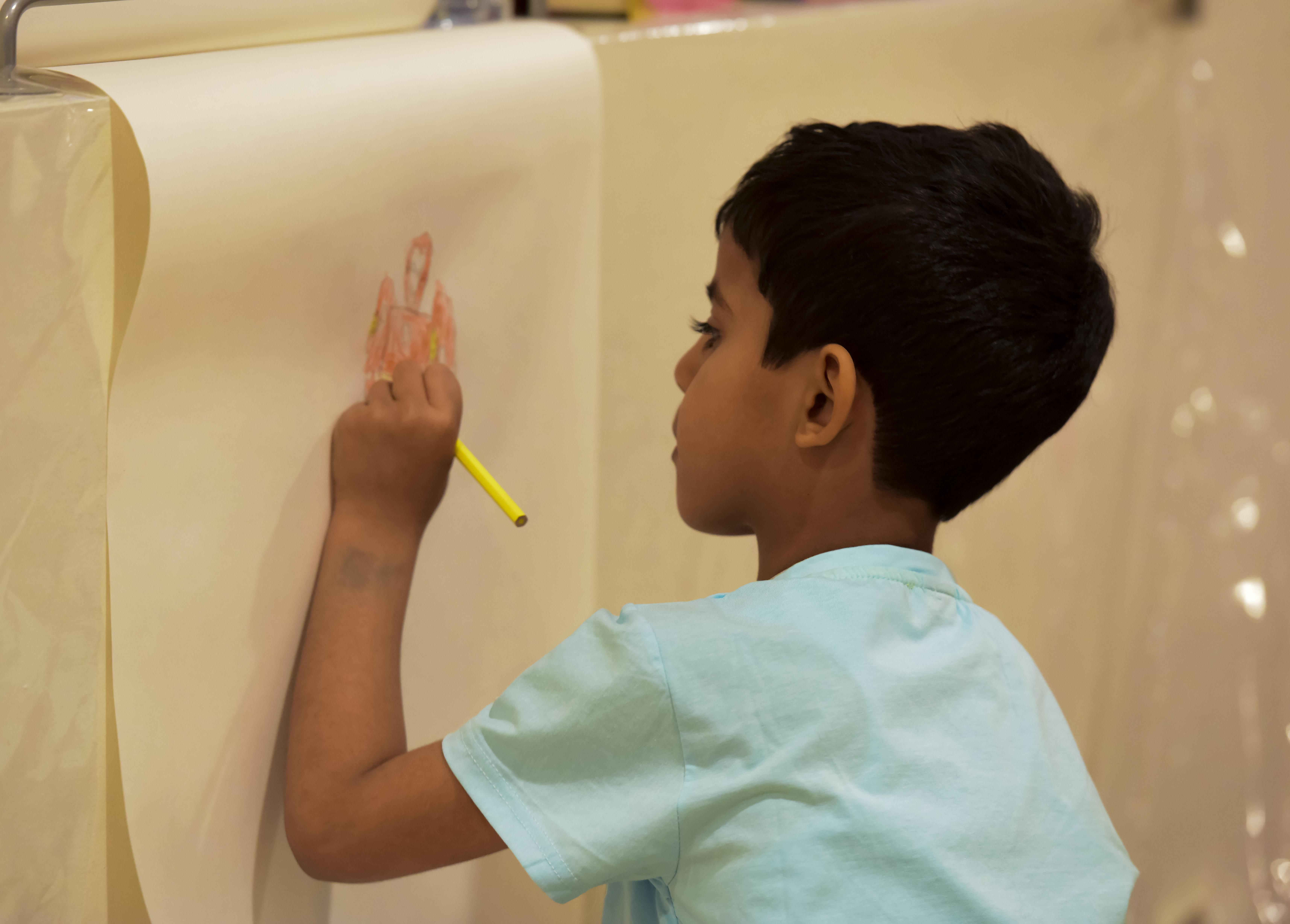 2100 طفل يشاركون برحلة ثقافية في مسك الخيرية بمعرض الكتاب (3)