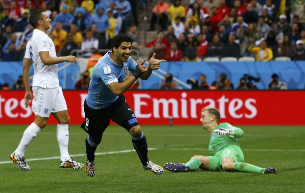 Uruguay's Suarez celebrates after scoring past England's Hart during their 2014 World Cup Group D soccer match in Sao Paulo