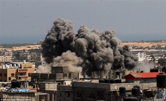 شاهد لقطات مفزعة في هجوم إسرائيل على غزة