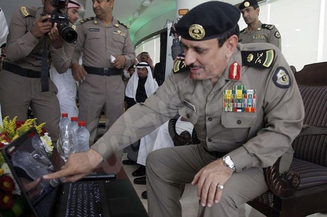 الصور تتحدث .. مدير الأمن العام يدشن مركز الخدمات المرورية الإلكترونية بالرياض