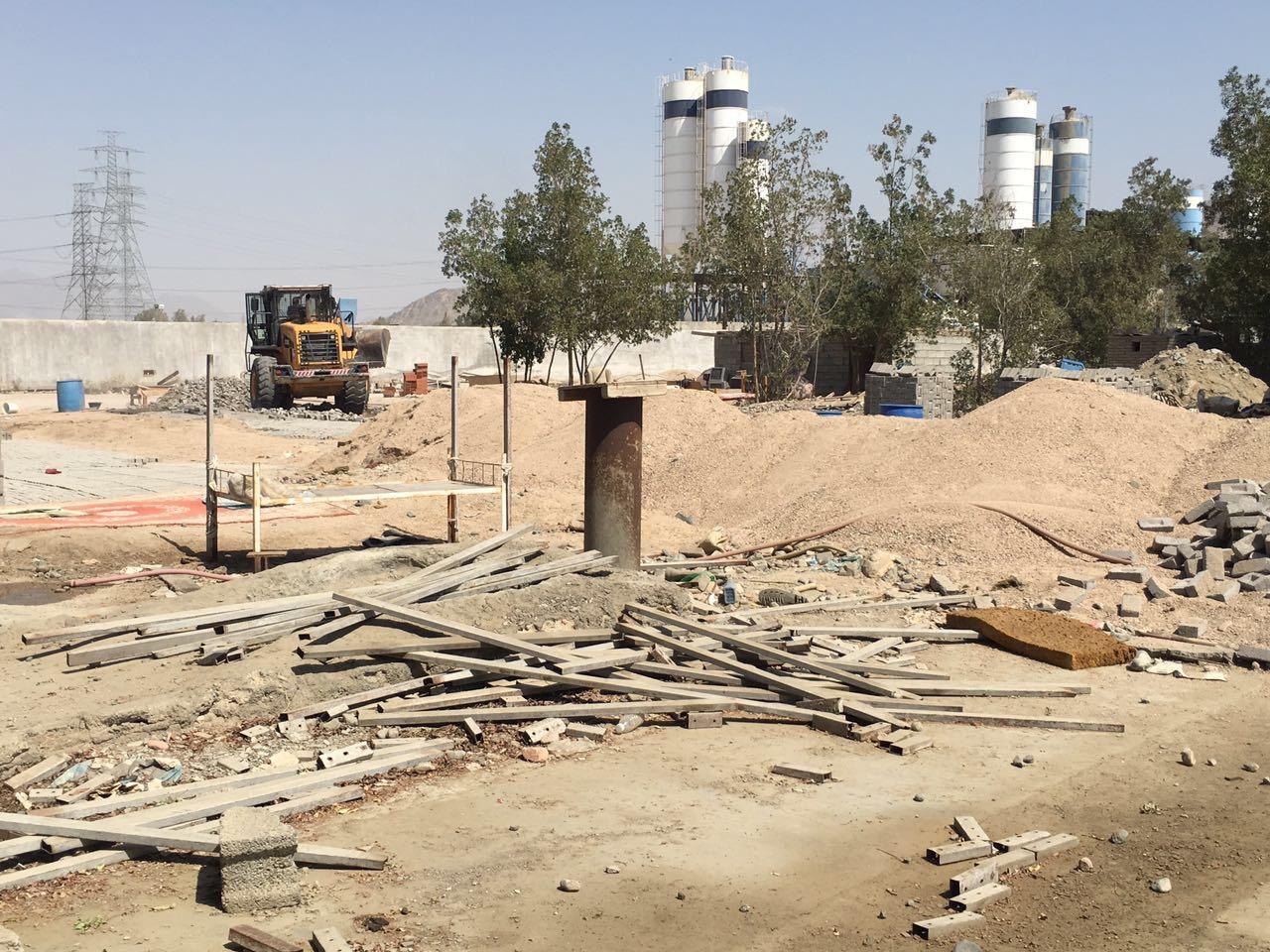 بالصور.. مخالفات تغلق مصنَعَيْن للطوب بشوقية مكة - المواطن