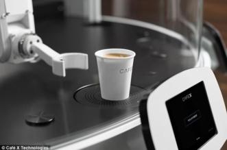 بالصور.. روبوت يمكنه إعداد 400 كوب من القهوة يومياً - المواطن