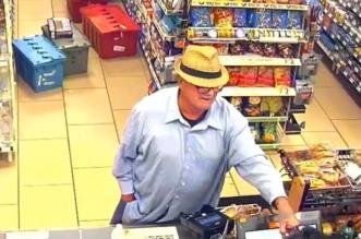 بالفيديو.. رجل يستخدم يده كمسدس وهمي لسرقة متجر - المواطن