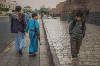 صورة بمليون كلمة.. حين يتقاطع الطريق بين التعليم والسلاح في اليمن - المواطن