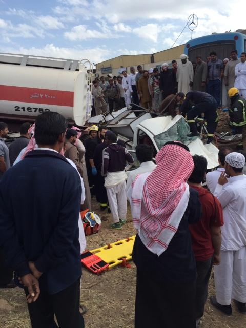 """حالة وفاة وإصابة في انقلاب شاحنة واصطدامها بـ""""وانيت"""" بالمدينة 3"""