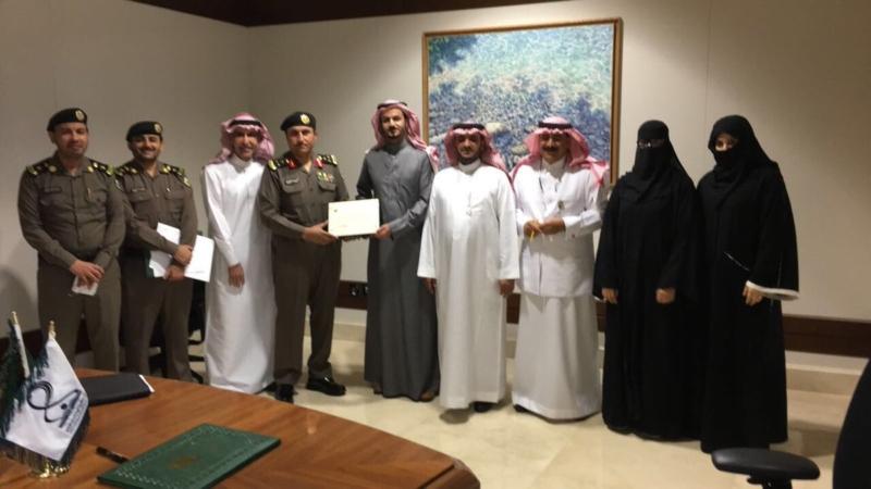 بالصور.. المرور تمنح جامعة الأميرة نورة ترخيصاً لتعليم القيادة - المواطن