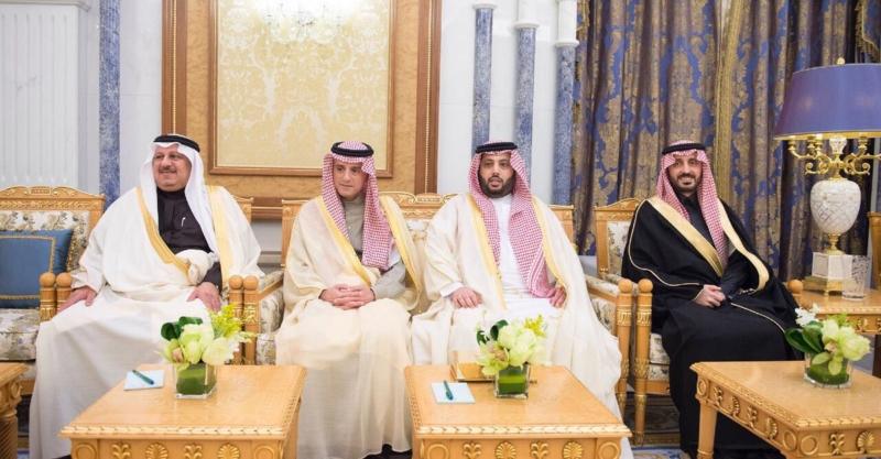 الملك يستقبل رئيس الاتحاد الدولي لكرة القدم بقصر اليمامة - المواطن