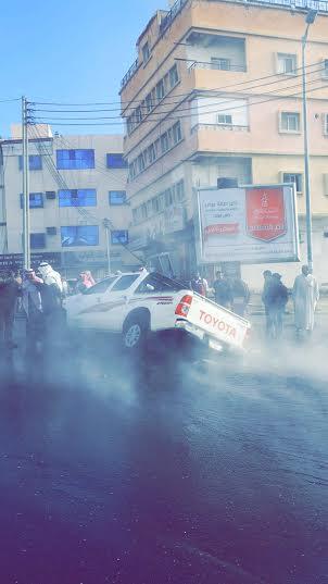 هبوط بشارع حيوي وسط #أبها يبتلع سيارة3