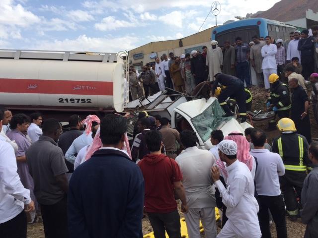 """حالة وفاة وإصابة في انقلاب شاحنة واصطدامها بـ""""وانيت"""" بالمدينة 3 - Copy"""