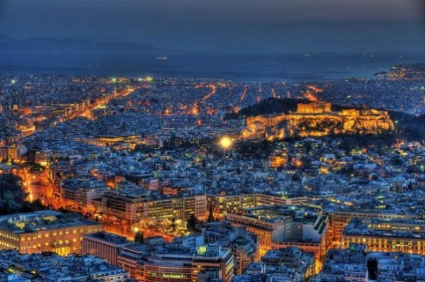 اليونان تعلق الرحلات الجوية مع قطر بعد وصول 12 حالة مصابة بـ كورونا