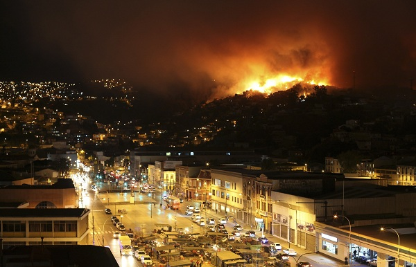 A forest fire burns in Valparaiso city