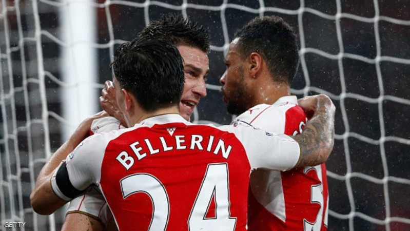 LONDON, ENGLAND - OCTOBER 24:  Laurent Koscielny (C) of Arsenal celebrates scoring his team's second goal with his team mates Hector Bellerin (L) and Francis Coquelin (R) of Arsenal during the Barclays Premier League match between Arsenal and Everton at Emirates Stadium on October 24, 2015 in London, England.  (Photo by Dean Mouhtaropoulos/Getty Images)