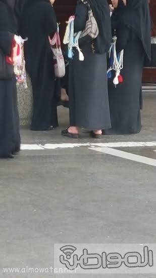 بائعاتٌ تنقضّ على مصليات مسجد قباء بـ #المدينة333