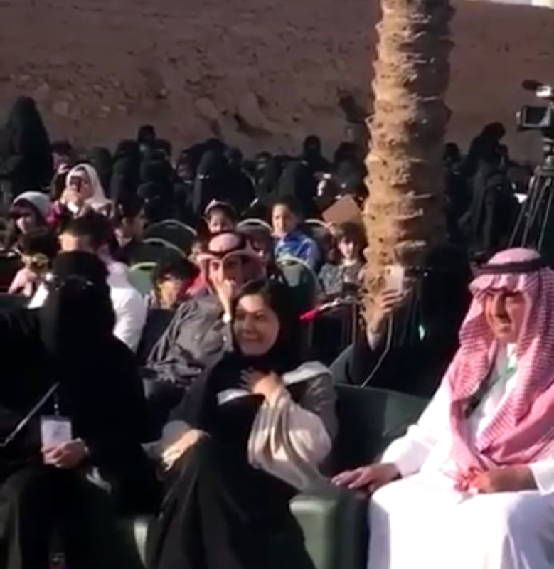 شاهد ..شاعر يرحب بزيارة الأميرة ريما بنت بندر لمهرجان ربيع أشيقر