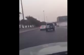 """بالفيديو.. هكذا انتهت مطاردة """"أكشن"""" بين دورية وقائد سيارة على الدائري الشمالي بالرياض - المواطن"""