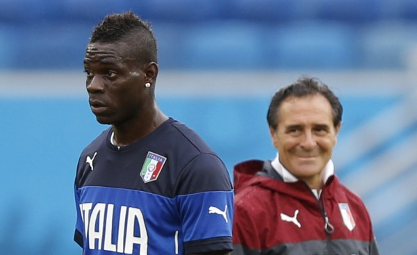 Italy's Balotelli and coach Prandelli attend a training session at the Dunas Arena soccer stadium in Natal