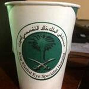 بوفيه بالأحساء تقدم المشروبات بأكواب خاصة بمستشفى الملك خالد