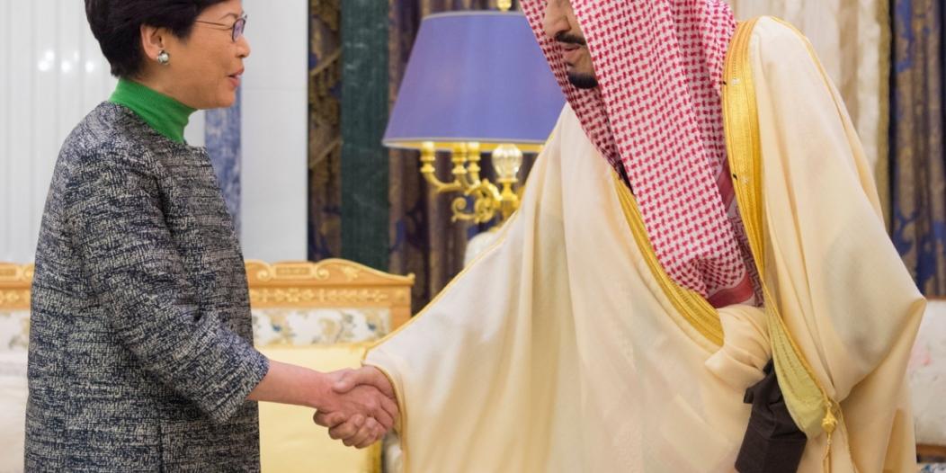 خادم الحرمين يستقبل الرئيسة التنفيذية لحكومة هونج كونج