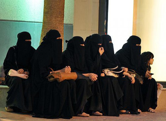 نساء - فتيات - اسواق - سوق