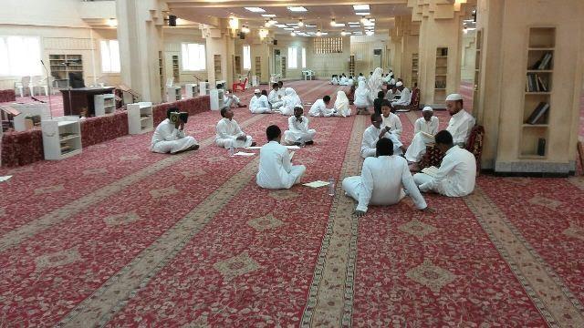 48 طالباً يشاركون في يوم الهمة لمراجعة القرآن الكريم بجامع العقيل بالرياض2