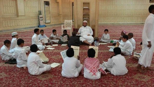 48 طالباً يشاركون في يوم الهمة لمراجعة القرآن الكريم بجامع العقيل بالرياض3