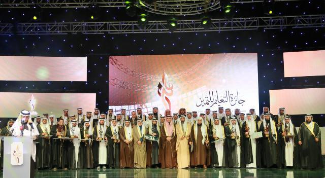 5 ملايين و21 سيارة.. التعليم تكرم 116 فائزاً بـجوائز التميز (3)