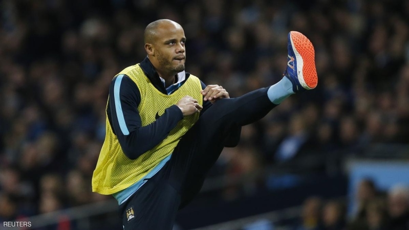 """Football Soccer - Manchester City v Sunderland - Barclays Premier League - Etihad Stadium - 26/12/15 Manchester City's Vincent Kompany warms up on the side line Reuters / Andrew Yates Livepic EDITORIAL USE ONLY. No use with unauthorized audio, video, data, fixture lists, club/league logos or """"live"""" services. Online in-match use limited to 45 images, no video emulation. No use in betting, games or single club/league/player publications.  Please contact your account representative for further details."""