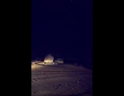 """بالفيديو.. مواطن يوثّق لحظة تحطيمه لسيارته """"الجيب"""""""