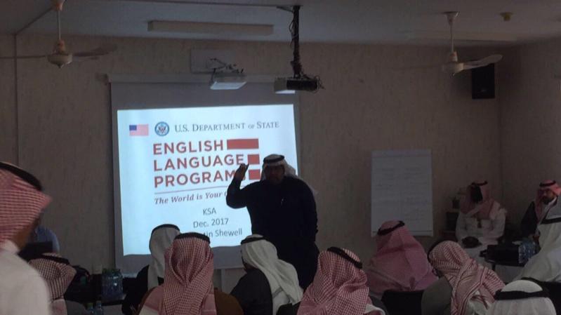 وفد أميركي يؤهل 120 معلماً ومعلمة على التفكير الناقد في تدريس اللغة الإنجليزية