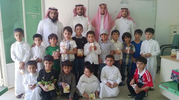 """تعاوني """"طلعة التمياط"""" يقدم 150 هديةً للطلاب المستجدين - المواطن"""