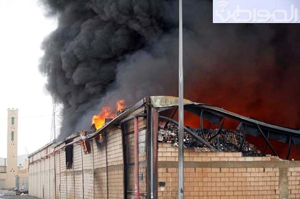 """بالصور.. حريق بـ3 مستودعات في """"الفيصلية"""" - المواطن"""