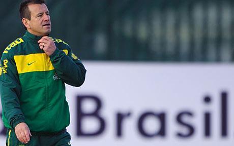 اللاعب السابق لمنتخب البرازيل كارلوس دونغا