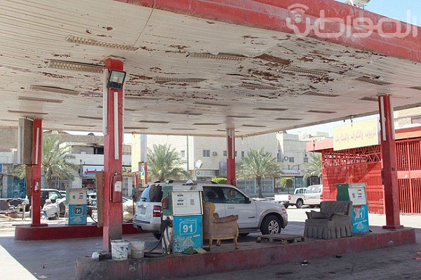 بالصور.. محطات بنزين الرياض مأوى للعمالة المخالفة - المواطن