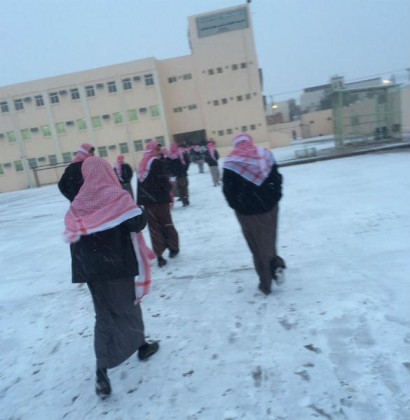 طلاب السعوديه والثلوج