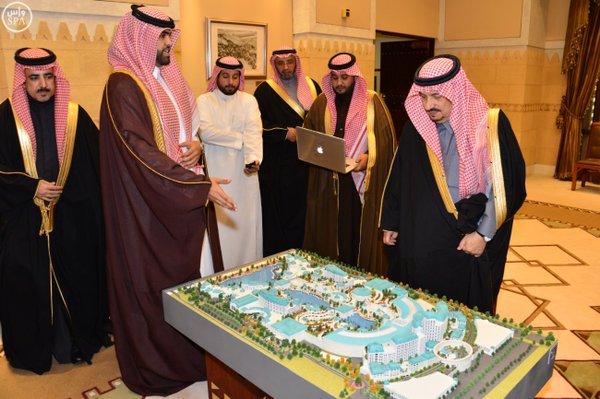"""أمير الرياض و""""آل ثاني"""" يستعرضان مشروعاً تجارياً بـ33 ملياراً في العاصمة55"""