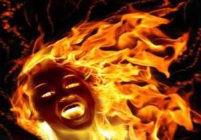 حرق فتاة