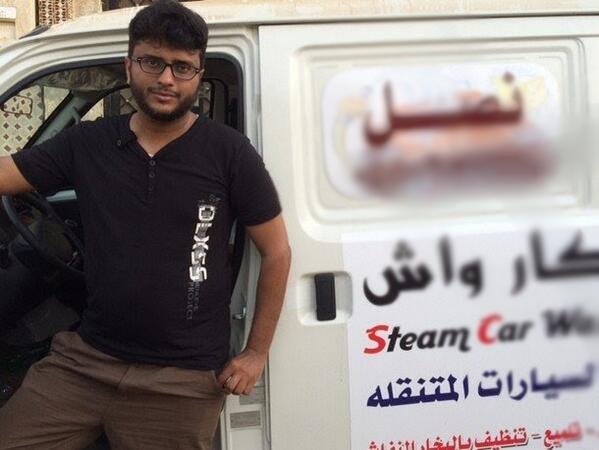 شاب سعودي يتحدى البطالة بمغسلة سيارات متنقلة - المواطن