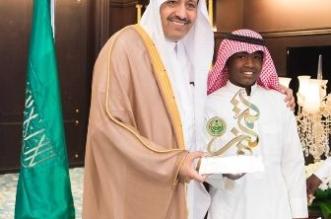 أمير الباحة يستقبل الطالب العمري.. قصة بدأت بالأمانة وانتهت بالتكريم - المواطن