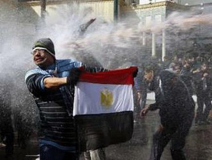 اشتباكات بين مؤيدى مرسى ومعارضيه أمام الحرس الجمهوري - المواطن