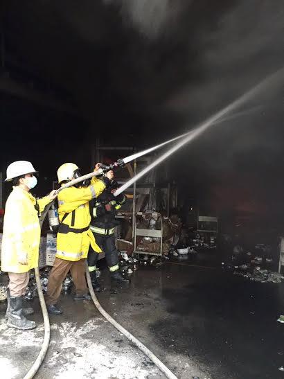 حريق بمستودع لمواد البناء جنوب شرق #جدة7
