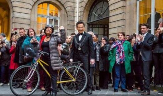 شاهد .. وزيرة العدل الفرنسية استقالت ثم ركبت دراجتها وغادرت!7
