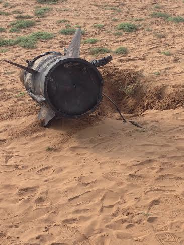 بقايا الصاروخ بعد اعتراضه بسماء جازان