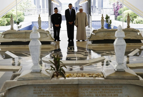 U.S. President Obama takes moment to show respect as he receives tour by Grand Imam Tan Sri Syaikh Ismail Muhammad and Abdul Rashid Bin Md Isa while he visits National Mosque of Malaysia in Kuala Lumpur
