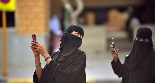 سعوديات نساء جوالات اتصالات