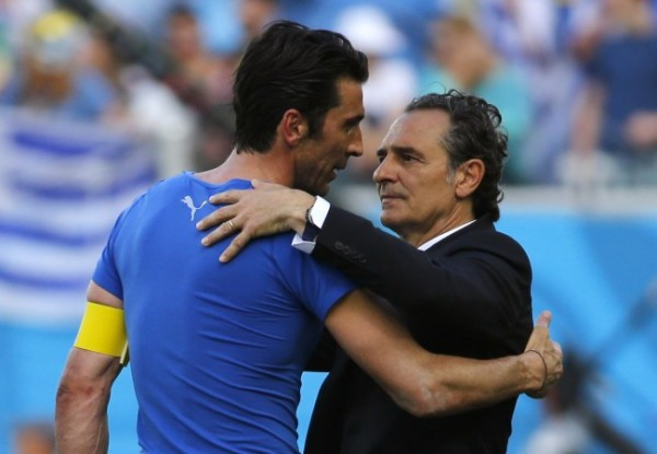 Italy's goalkeeper Gianluigi Buffon and coach Cesare Prandelli hug after the 2014 World Cup Group D soccer match between Uruguay and Italy at the Dunas arena