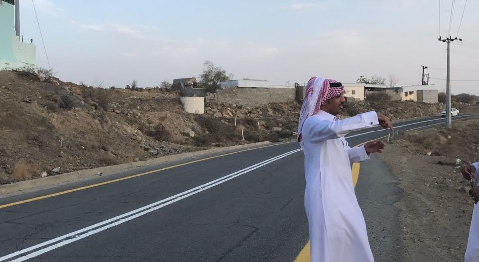 بالصور.. مدير النقل بالباحة يتفقد الطرق بغامد الزناد