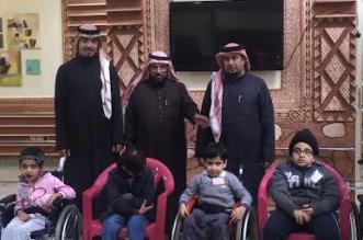 رئيس النادي #الأهلي ونائبه يزوران الأطفال المعوقين بـ #عسير - المواطن
