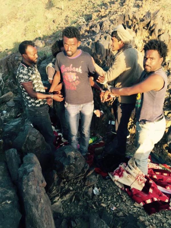 بالصور.. القبض على عصابة إثيوبية تروج الخمور في جبال نيرا8