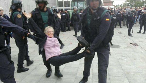 بالصور.. أعمال عنف تهدد مباراة برشلونة ولاس بالماس - المواطن